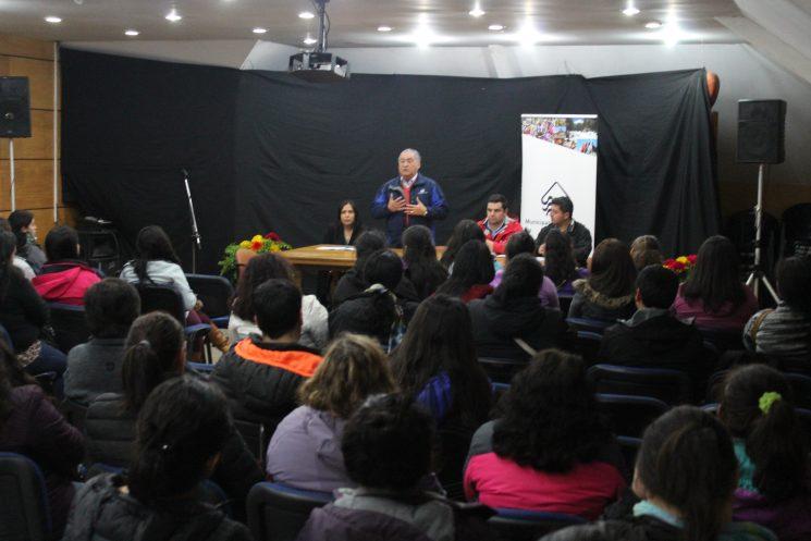 Alcalde se reúne con familias que obtendrán solución habilitacional