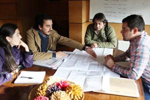 Vecinos de Pucón trabajan para la regularización de camino