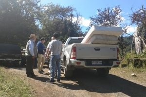 Alcalde Barra brinda ayuda a familia Martínez-Soto de Pucón