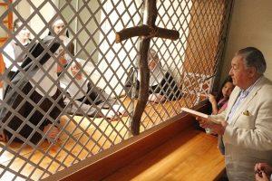 Alcalde Barra entrega reconocimiento a las Hermanas Clarisas Capuchinas