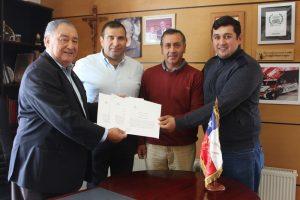 Municipio firma convenio colaborativo para construcción de viviendas en Pucón
