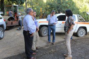 Director regional de Vialidad y Alcalde Barra revisaron trabajos de conservación del camino Menetúe- Ancapulli en Pucón