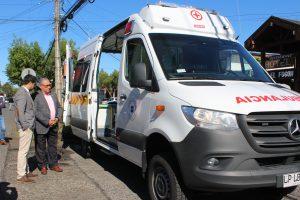 Alcalde Carlos Barra recibió oficialmente moderna ambulancia para Pucón