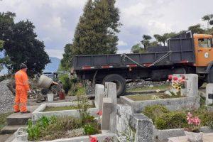 Municipalidad de Pucón intensifica trabajos de mantención en Cementerio Municipal