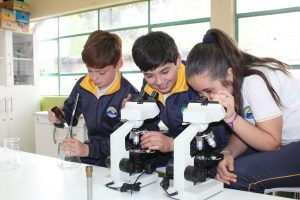 Nuevos Laboratorios de Ciencias revolucionan metodologías del aprendizaje en escuelas municipales de Pucón
