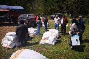 Unidad de Desarrollo Rural del Municipio de Pucón entregó concentrado para animales