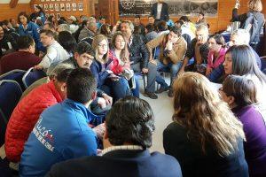Masiva participación de actores del turismo en conversatorio comunal en Pucón