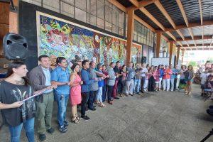Artistas de Pucón inauguran primer mosaico en cerámico en Techo Cultural